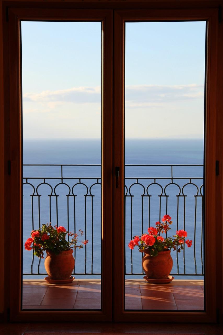 window-1428712_1280
